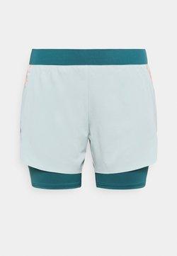 ONLY Play - ONPFERR LOOSE TRAIN SHORTS CURVY 2IN1 - Pantalón corto de deporte - gray mist/neon orange