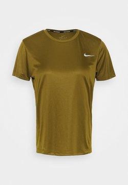 Nike Performance - MILER  - Camiseta estampada - olive flak/reflective silver