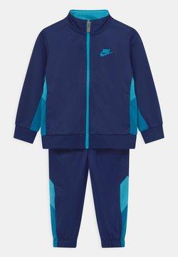 Nike Sportswear - TRACKSUIT SET UNISEX - Chándal - blue void