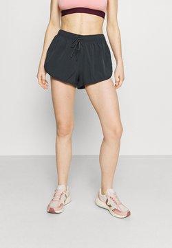Cotton On Body - LIFESTYLE MOVE JOGGER SHORT - Pantalón corto de deporte - nine iron/pink peach