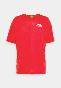 Oakley - CASCADE TRAIL TEE - T-Shirt print - red line