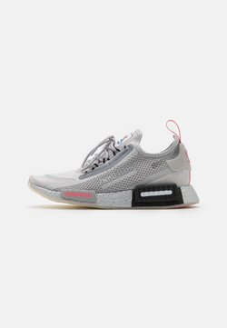 adidas Originals - NMD_R1 SPEEDLINES BOOST SHOES - Sneakersy niskie - grey two/haze rose/core black
