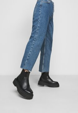 Selected Femme Petite - SLFKATE STRAIGHT CRUZ - Relaxed fit jeans - medium blue denim