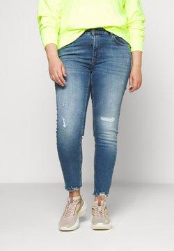 ONLY Carmakoma - CARTARA LIFE REGULAR  CROPED - Jeans Slim Fit - medium blue denim