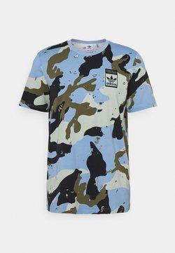 adidas Originals - CAMO TEE UNISEX - Camiseta estampada - ambient sky