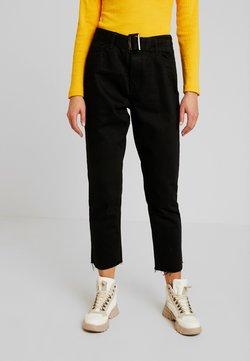 Missguided - TORTOISE BUCKLE - Straight leg jeans - black