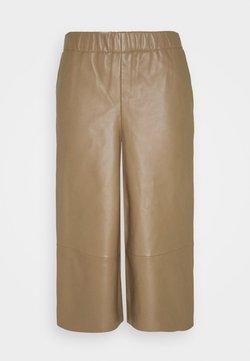 Marks & Spencer London - CULLOTE - Pantalon en cuir - camel