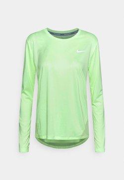 Nike Performance - MILER - Camiseta de deporte - barely volt/reflective silver