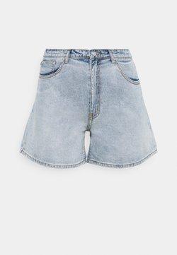 Missguided Plus - PLUS SIZE MOM - Short en jean - blue