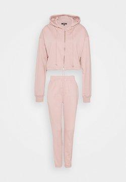 Missguided - CROP ZIP HOODY JOGGER SET - Sweatjacke - pink