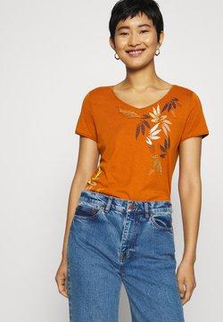 Esprit - LEAF TEE - Camiseta estampada - rust brown