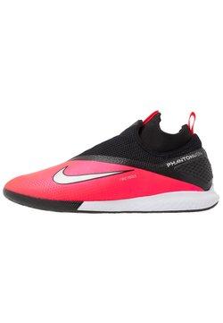 Nike Performance - REACT PHANTOM VISION 2 PRO DF IC - Fußballschuh Halle - laser crimson/metallic silver/black