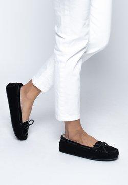 Minnetonka - CALLY - Chaussures bateau - metallic black