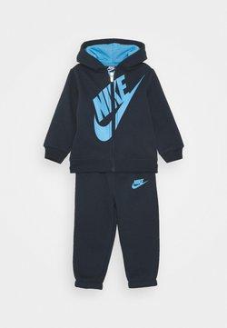 Nike Sportswear - SUEDED FUTURA JOGGER SET - Trainingspak - obsidian