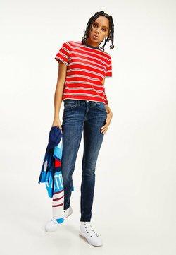 Tommy Jeans - TJW REGULAR CONTRAST  - T-Shirt print - deep crimson