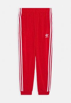 adidas Originals - ADICOLOR PRIMEGREEN PANTS - Trainingsbroek - scarle/white