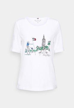 Tommy Hilfiger - REGULAR BOX TOWER OPEN TEE - T-shirt z nadrukiem - white