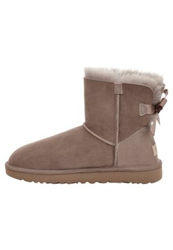UGG - MINI BAILEY BOW - Stiefelette - caramel
