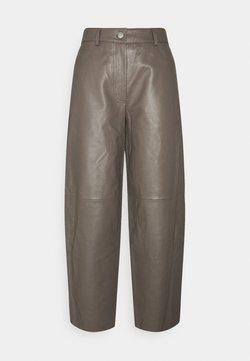 Lovechild - ASTON - Leather trousers - walnut