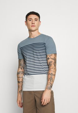 Jack & Jones - JORGRADE TEE CREW NECK - Print T-shirt - ashley blue