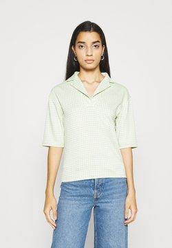 Glamorous - LAPELS BOXY WITH OVERSIZED SLEEVES - T-Shirt print - pistachio/multi