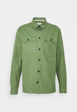 Anerkjendt - AKOSCAR SLUB - Overhemd - vineyard green
