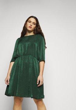 Vero Moda Curve - VMJENICE SHORT DRESS - Freizeitkleid - pine grove