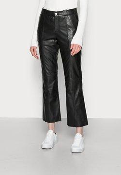 Culture - BENJA LEATHER PANTS - Pantalon en cuir - black