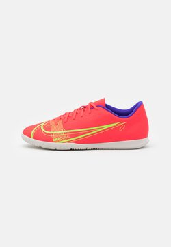 Nike Performance - MERCURIAL VAPOR 14 CLUB IC - Zaalvoetbalschoenen - bright crimson/metallic silver