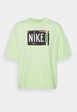 Nike Sportswear - TEE WASH - Printtipaita - ghost green