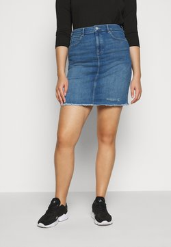 ONLY Carmakoma - CARVERA LIFEKNEE SKIRT - Jeansrock - medium blue denim