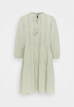 Vero Moda Tall - VMMUSTHAVE TUNIC - Vapaa-ajan mekko - desert sage