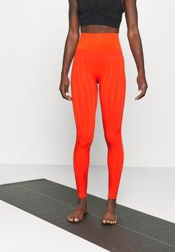 Casall - SHINY MATTE SEAMLESS - Trikoot - intense orange