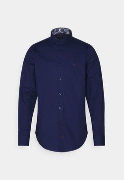 Tommy Hilfiger Tailored - SOLID SLIM SHIRT - Businesshemd - navy iris