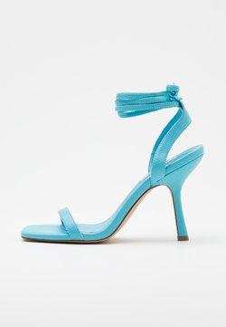 NA-KD - SQUARED FRONT TIE STRAP - Sandalen met hoge hak - ocean blue
