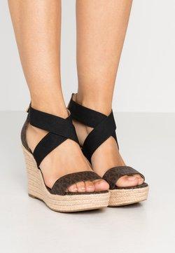 MICHAEL Michael Kors - PRUE WEDGE - Sandaletter - brown