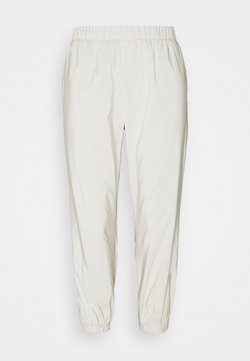 Pieces Petite - PCPYLLA TRACK PANTS - Jogginghose - birch