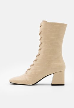 Monki - VEGAN THELMA BOOT - Kozaki sznurowane - yellow