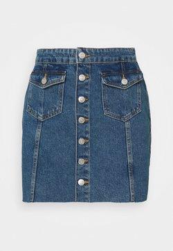 ONLY Petite - ONLLAGUNA LIFE BUTTON - Minifalda - medium blue denim
