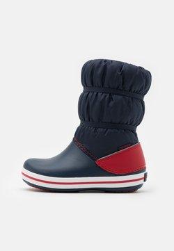 Crocs - CROCBAND UNISEX - Snowboot/Winterstiefel - navy/red