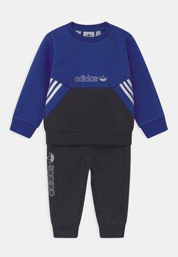 adidas Originals - CREW SET UNISEX - Trainingspak - blue