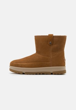 UGG - CLASSIC WEATHER MINI - Winter boots - chestnut