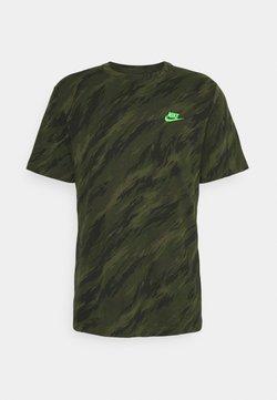 Nike Sportswear - TEE ESSENTIALS - T-shirt con stampa - rough green