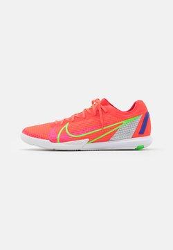 Nike Performance - MERCURIAL ZOOM VAPOR 14 PRO IC - Zaalvoetbalschoenen - bright crimson/metallic silver