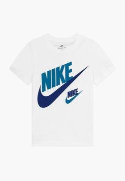 Nike Sportswear - DOUBLE FUTURA TEE - T-shirt imprimé - white