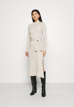 Who What Wear - TIE WAIST DRESS - Vestido de punto - cream
