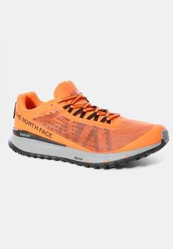 The North Face - M ULTRA SWIFT - Zapatillas de running neutras - shocking orange/black