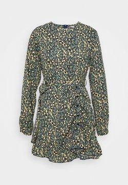 Missguided Petite - RUCHED SIDE BUTTON TEA DRESS FLORAL - Vestido informal - black