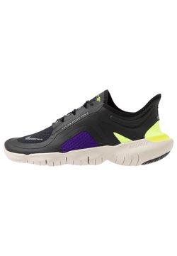 Nike Performance - FREE RUN 5.0 SHIELD - Laufschuh Natural running - black/metallic silver/voltage purple