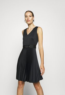 Closet - V-NECK PLEATED DRESS - Vestido de cóctel - black